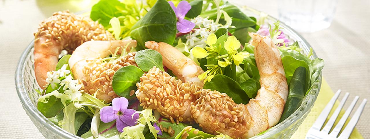 Sesam-Garnelen auf Salat
