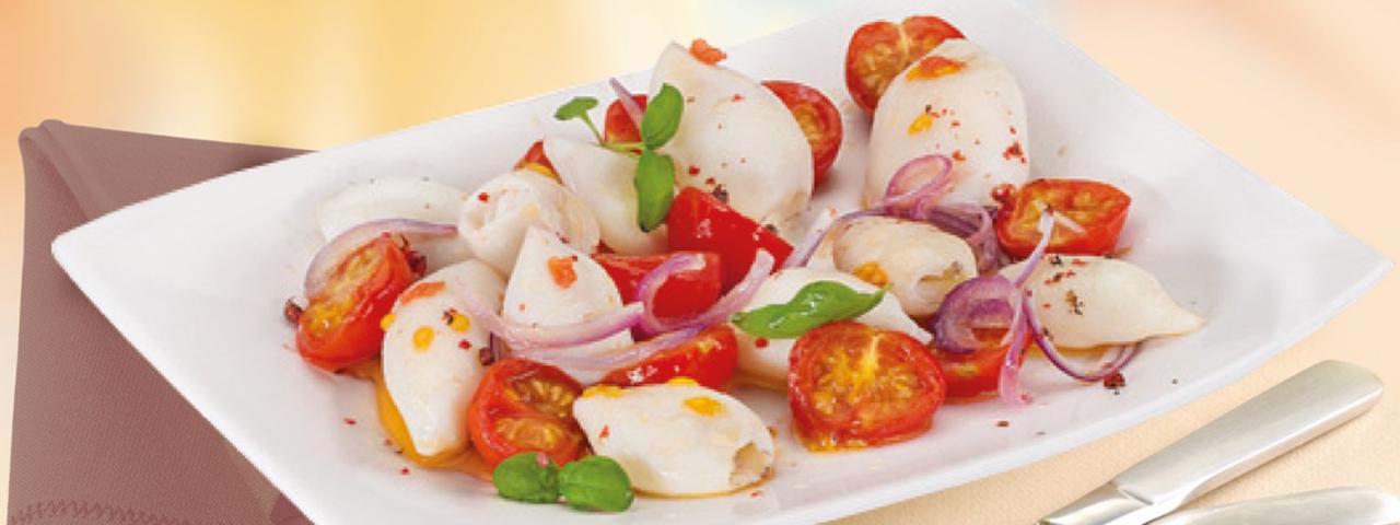 Tintenfischtuben mit Tomaten