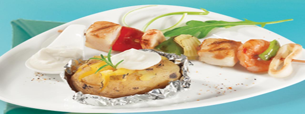 Meeresfrüchte Spieße mit Ofenkartoffeln