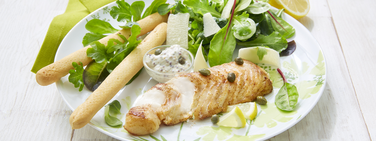 Kabeljau auf Caesar Salat