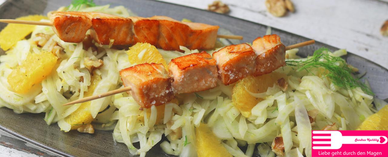Lachsspieße auf Orangen Fenchel Salat