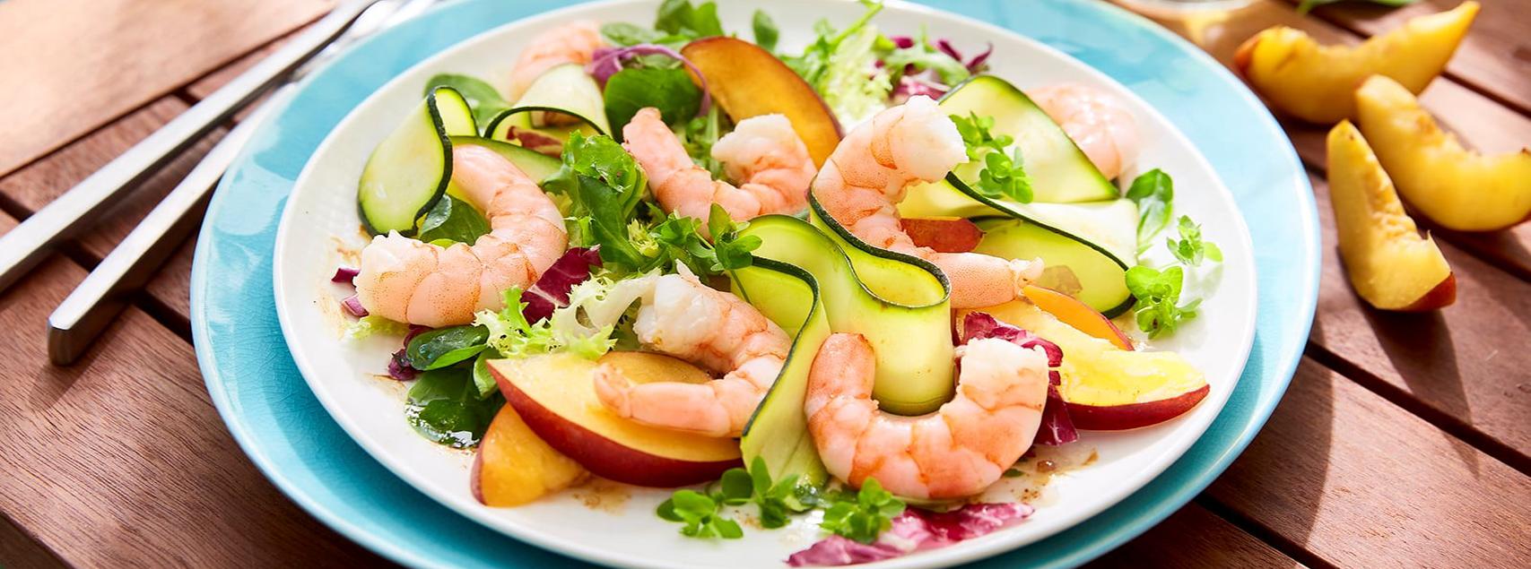 Sommerlicher Nektarinen-Shrimps-Salat